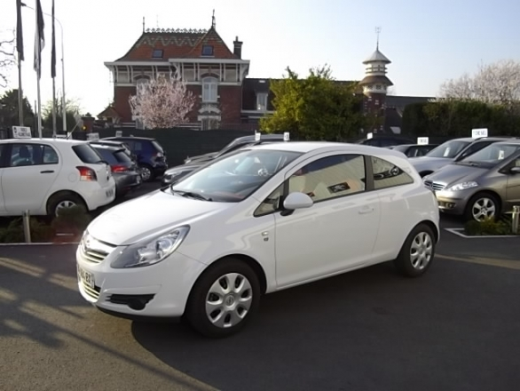 Opel CORSA d'occasion (01/2011) en vente à Villeneuve d'Ascq